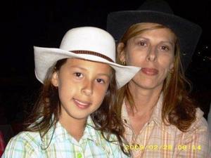Lennis Rodríguez y su hija Valentina.